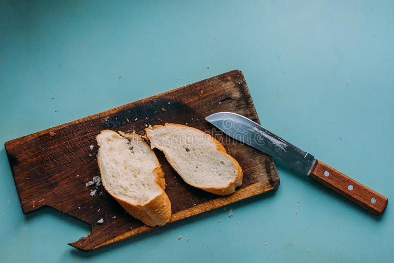 Μαχαίρι, ψωμί, φραντζόλα στοκ φωτογραφία με δικαίωμα ελεύθερης χρήσης