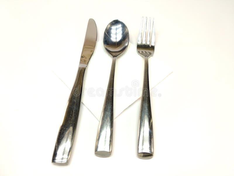 Μαχαιροπήρουνα που τίθενται με το δίκρανο, το μαχαίρι και το κουτάλι που απομονώνονται στο άσπρο υπόβαθρο στοκ εικόνα με δικαίωμα ελεύθερης χρήσης