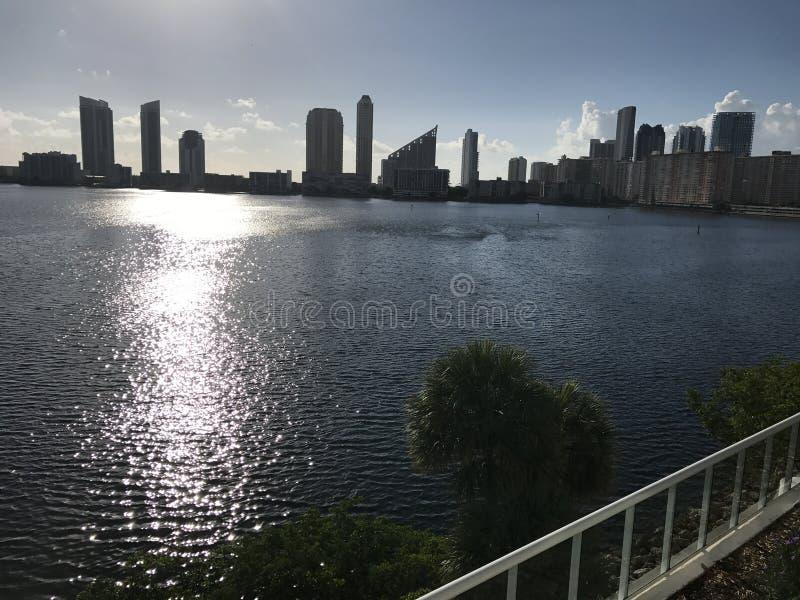 Μαϊάμι Μπιτς, ηλιοβασίλεμα Νέα αρχή ημέρας της Φλώριδας νέα στοκ εικόνες