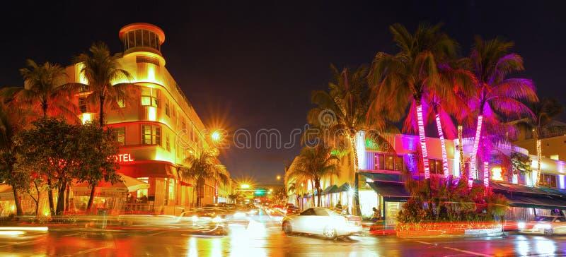 Μαϊάμι Μπιτς Φλώριδα, ζωηρόχρωμη θερινή σκηνή νύχτας στοκ φωτογραφία