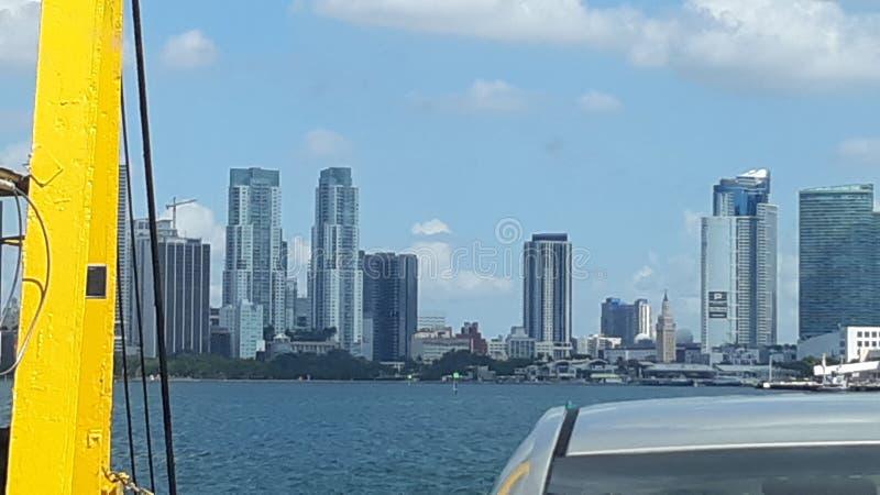 Μαϊάμι Φλόριδα στο κέντρο της πόλης από το φέρι στοκ εικόνα