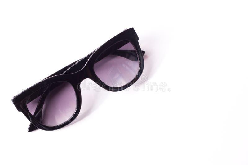 μαύρα γυαλιά ηλίου γυναικών σε ένα άσπρο υπόβαθρο Θηλυκό εξάρτημα στοκ φωτογραφία με δικαίωμα ελεύθερης χρήσης