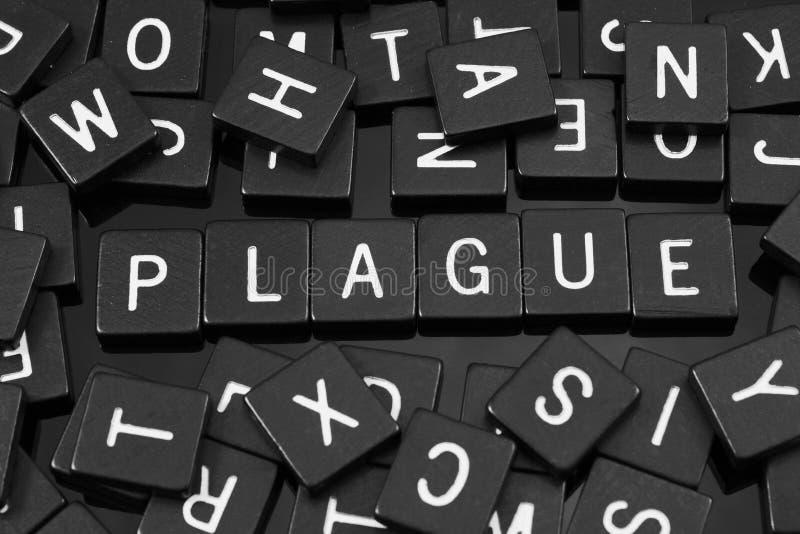 Μαύρα κεραμίδια επιστολών που συλλαβίζουν τη λέξη & x22 plague& x22  στοκ εικόνες με δικαίωμα ελεύθερης χρήσης