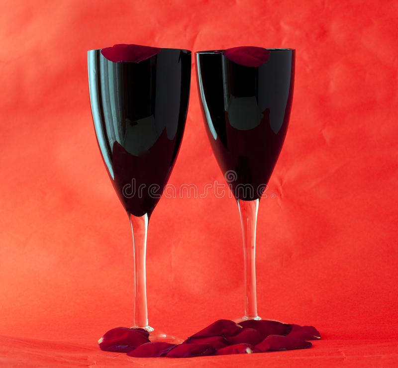 Download μαύρα πέταλα γυαλιών στοκ εικόνες. εικόνα από ρωμανικός - 13179066