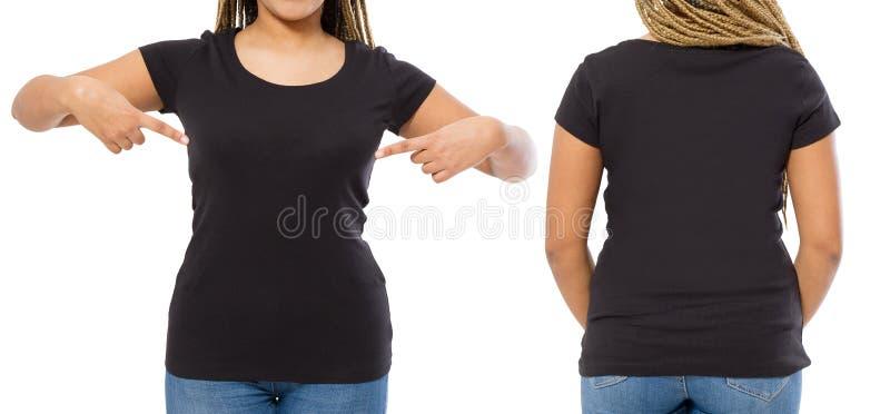 Μαύρα πουκάμισα καθορισμένα Το σχέδιο θερινών μπλουζών και κλείνει επάνω της νέας αμερικανικής γυναίκας afro στην κενή μπλούζα πρ στοκ φωτογραφία