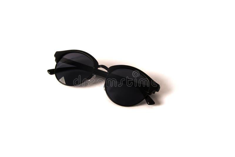 Μαύρα στρογγυλά γυαλιά ηλίου γυναικών που απομονώνονται στο λευκό στοκ εικόνα με δικαίωμα ελεύθερης χρήσης
