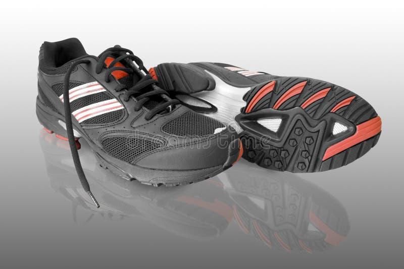 μαύρα τρέχοντας παπούτσια στοκ εικόνες