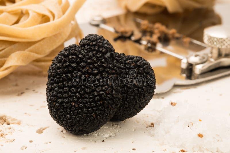 Μαύρα τρούφα, Slicer, και ζυμαρικά στοκ εικόνες με δικαίωμα ελεύθερης χρήσης
