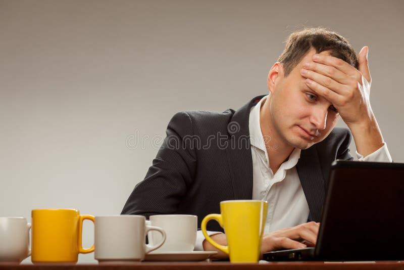 μαύρες λευκές νεολαίες ατόμων απεικόνισης υπολογιστών στοκ φωτογραφία
