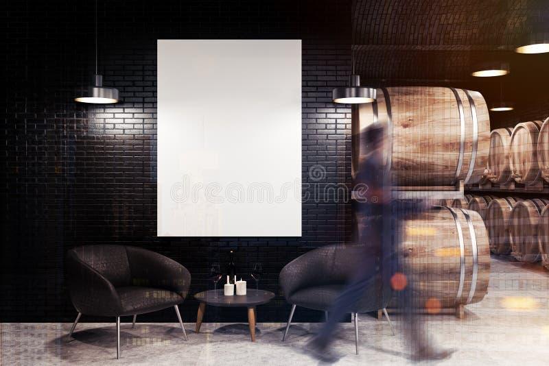 Μαύρες κελάρι κρασιού τούβλου, πολυθρόνες και αφίσα, άτομο στοκ φωτογραφία