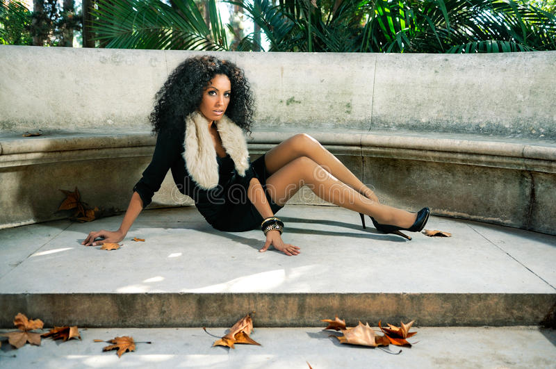 μαύρες νεολαίες γυναικών πορτρέτου πάρκων στοκ φωτογραφίες