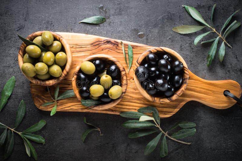 μαύρες πράσινες ελιές Τοπ όψη στοκ φωτογραφία με δικαίωμα ελεύθερης χρήσης
