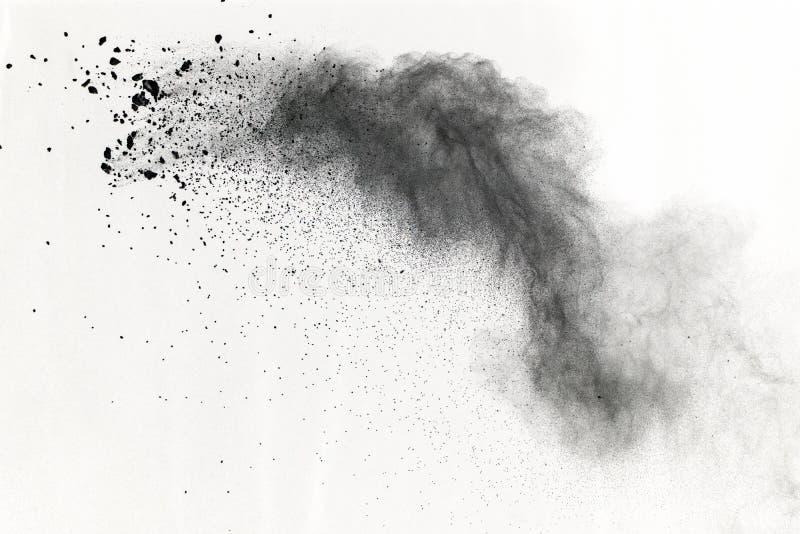 Μαύρη έκρηξη σκονών στο άσπρο υπόβαθρο Χρωματισμένο σύννεφο Η χρωματισμένη σκόνη εκρήγνυται Χρώμα Holi στοκ εικόνα με δικαίωμα ελεύθερης χρήσης