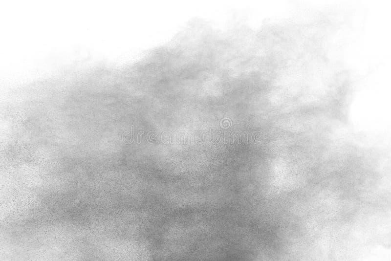 Μαύρη έκρηξη σκονών Τα μόρια του ξυλάνθρακα splatter στο άσπρο υπόβαθρο στοκ εικόνες