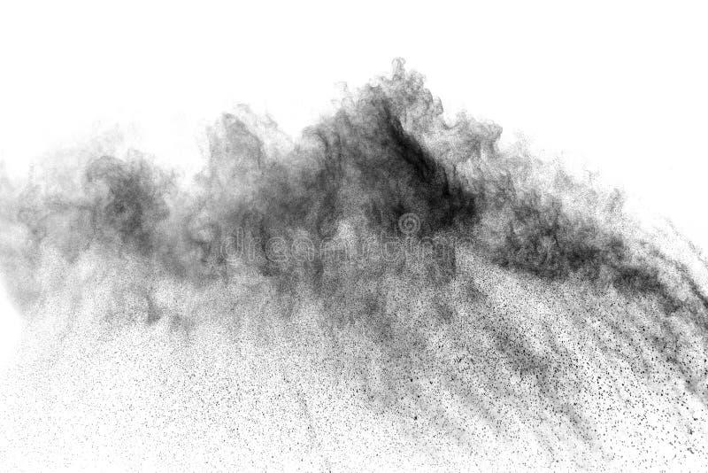Μαύρη έκρηξη σκονών Τα μόρια του ξυλάνθρακα splatter στο άσπρο υπόβαθρο στοκ φωτογραφίες