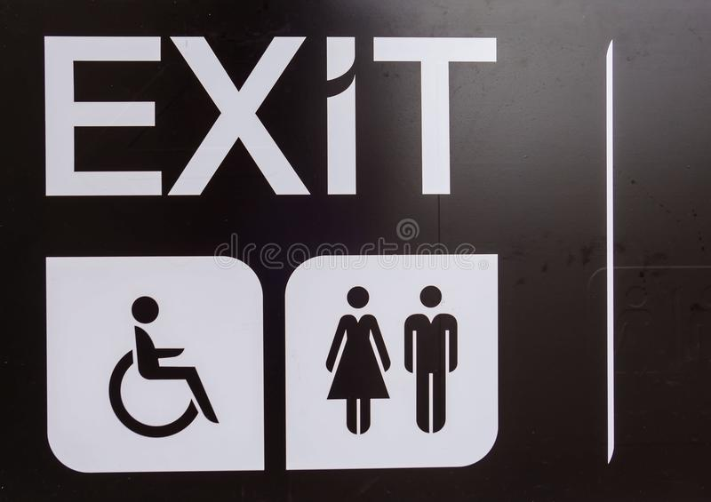 Μαύρη έξοδος, αναπηρία, σημάδι τουαλετών, εκτός λειτουργίας σημάδι στοκ φωτογραφία με δικαίωμα ελεύθερης χρήσης