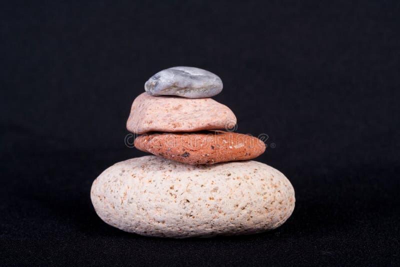 μαύρη απομονωμένη πέτρα πυρα στοκ φωτογραφία με δικαίωμα ελεύθερης χρήσης