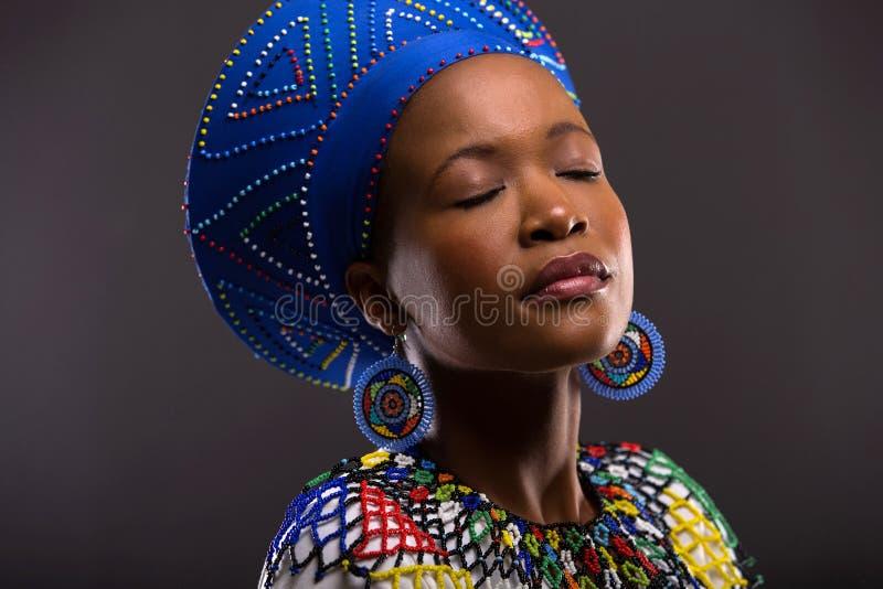 Μαύρη γυναίκα παραδοσιακή στοκ φωτογραφία με δικαίωμα ελεύθερης χρήσης