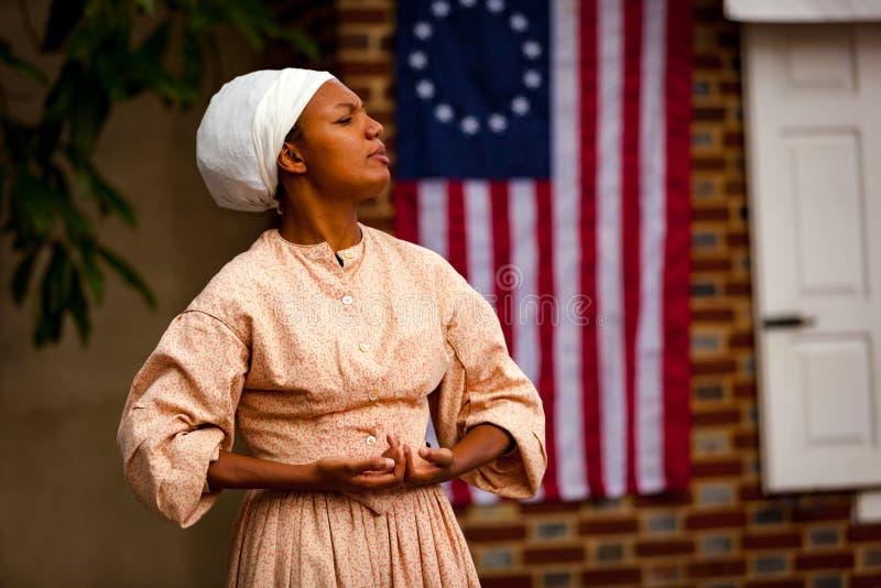 Μαύρη γυναίκα που μιλά για την ελευθερία στοκ εικόνα με δικαίωμα ελεύθερης χρήσης