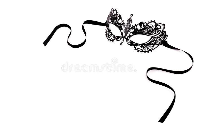 Μαύρη λεπτή μάσκα δαντελλών σε ένα άσπρο υπόβαθρο Μαύρη μάσκα καρναβαλιού μετάλλων στοκ φωτογραφία με δικαίωμα ελεύθερης χρήσης