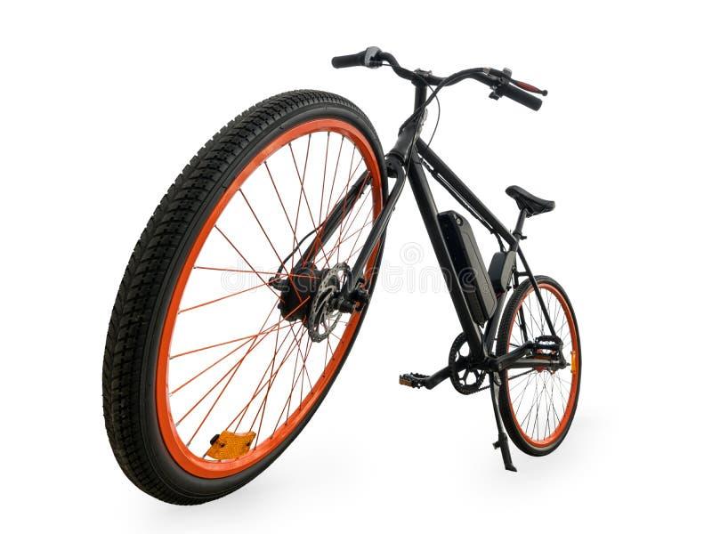 Μαύρη ηλεκτρική άποψη γωνίας ποδηλάτων ευρεία που απομονώνεται με το ψαλίδισμα της πορείας στοκ φωτογραφίες
