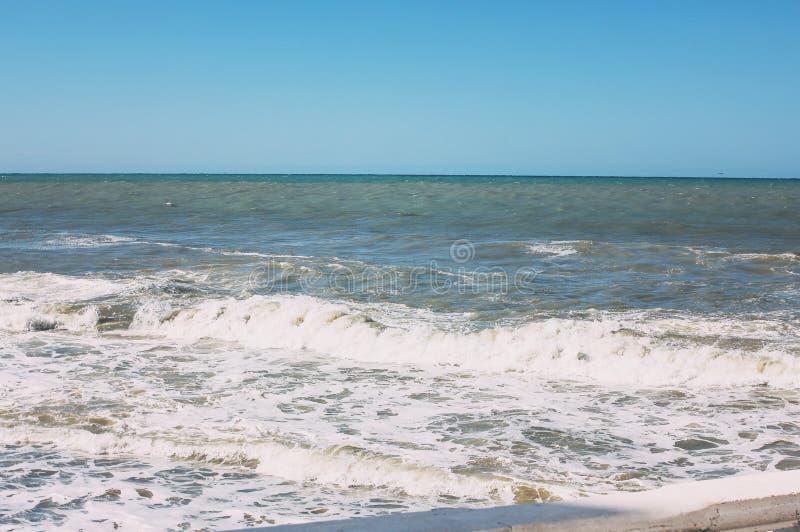 Μαύρη Θάλασσα κατά τη διάρκεια της θύελλας, Sochi, Ρωσία, υπόβαθρο φύσης στοκ φωτογραφία με δικαίωμα ελεύθερης χρήσης