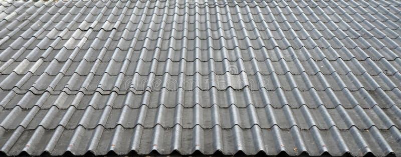 Μαύρη κεραμωμένη στέγη στοκ εικόνα με δικαίωμα ελεύθερης χρήσης