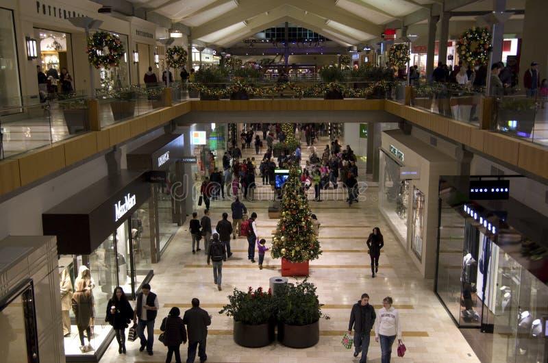 Μαύρη Παρασκευή λεωφόρων αγορών διακοπών Χριστουγέννων στοκ φωτογραφία