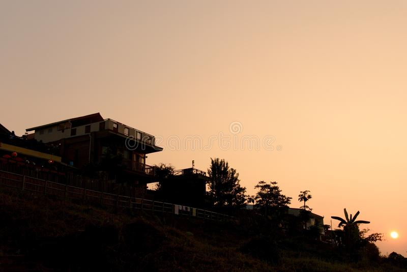 Μαύρη σκιαγραφία στο ηλιοβασίλεμα Chiang Khan στοκ φωτογραφία
