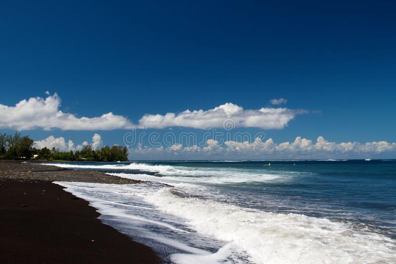 μαύρη ωκεάνια άμμος στοκ φωτογραφία με δικαίωμα ελεύθερης χρήσης