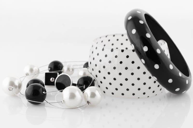 Μαύρος-άσπρο κόσμημα στοκ εικόνα με δικαίωμα ελεύθερης χρήσης