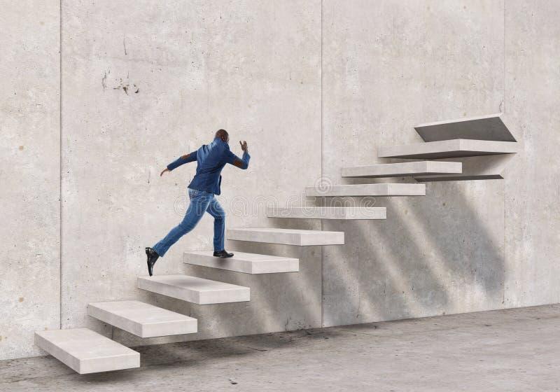 Μαύρος επιχειρηματίας που αναρριχείται στα σκαλοπάτια πετρών που επεξηγούν την ανάπτυξη σταδιοδρομίας και την έννοια επιτυχίας Μι στοκ εικόνες