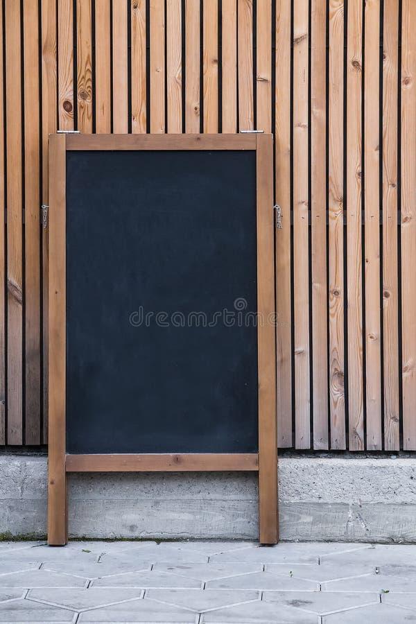 μαύρος κρητιδικός στυλοβάτης διαφήμισης στοκ εικόνα με δικαίωμα ελεύθερης χρήσης