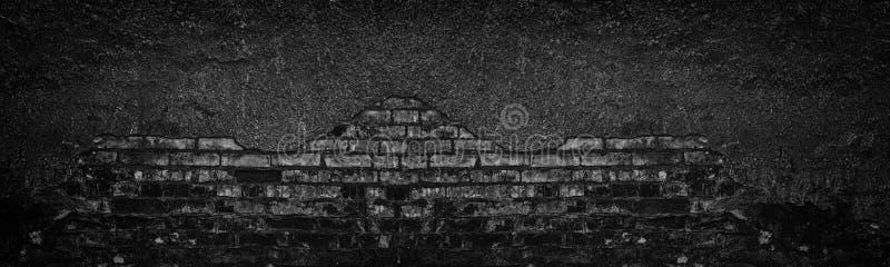 Μαύρος μμένος τουβλότοιχος με πεσμένος από την ευρεία σύσταση ασβεστοκονιάματος Θρυμματισμένη παλαιά shabby πλινθοδομή Σκοτεινό θ στοκ εικόνες