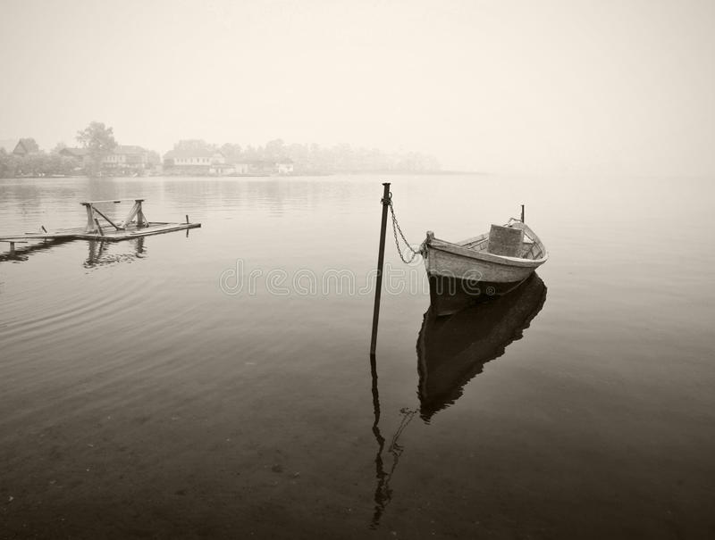 μαύρος παλαιός άσπρος ξύλ&iota στοκ φωτογραφίες