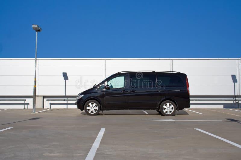 μαύρος minivan στοκ εικόνα
