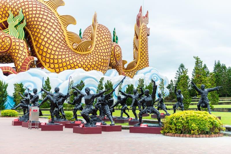Μαύρο άγαλμα χαλκού του κινεζικού μοναχού ή κινεζικού Shaolin Kung fu στοκ εικόνες