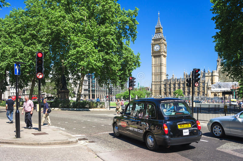 Μαύρο αμάξι ταξί μπροστά από Big Ben Λονδίνο UK στοκ εικόνες