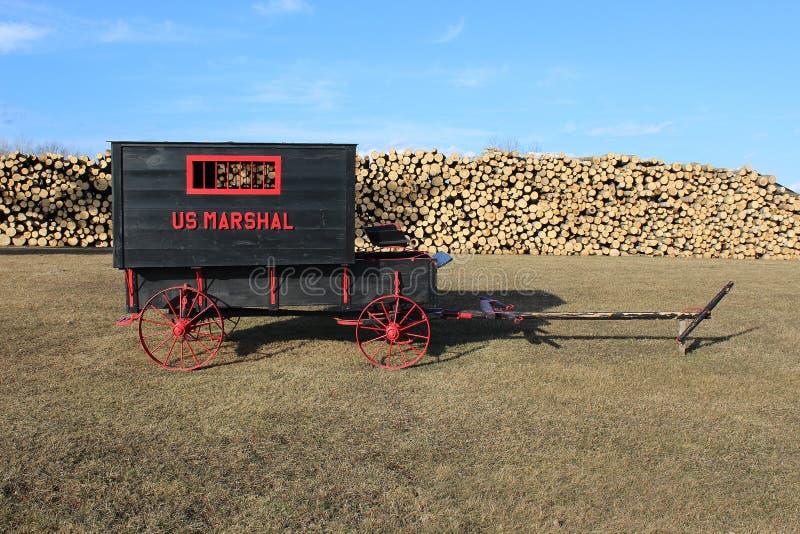 Μαύρο και κόκκινο βαγόνι εμπορευμάτων στοκ φωτογραφία