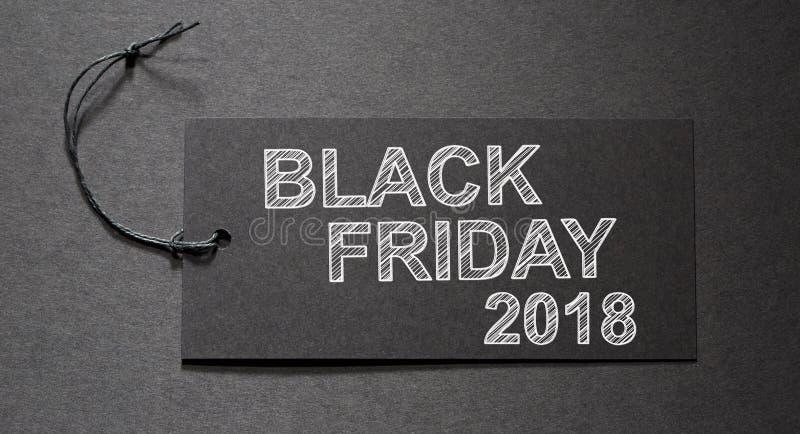 Μαύρο κείμενο Παρασκευής 2018 σε μια μαύρη ετικέττα στοκ εικόνες με δικαίωμα ελεύθερης χρήσης