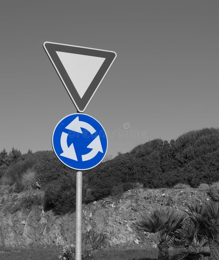μαύρο λευκό οδικών σημαδ&io στοκ φωτογραφία
