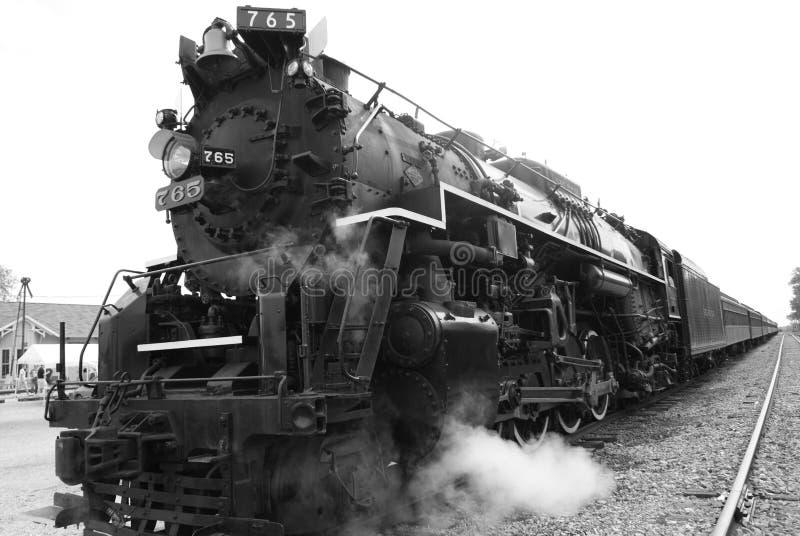μαύρο λευκό τραίνων αναχώρησης έτοιμο στοκ εικόνα με δικαίωμα ελεύθερης χρήσης