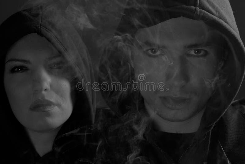 μαύρο με κουκούλα λευ&kapp στοκ εικόνα με δικαίωμα ελεύθερης χρήσης