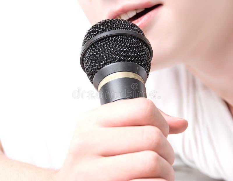 μαύρο μικρόφωνο χεριών στοκ εικόνες με δικαίωμα ελεύθερης χρήσης