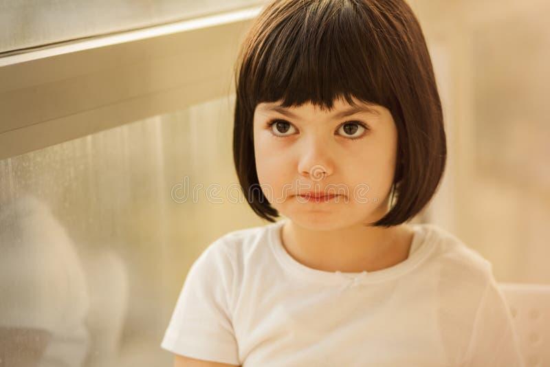 Μαύρο μικρό κορίτσι τρίχας στοκ φωτογραφίες