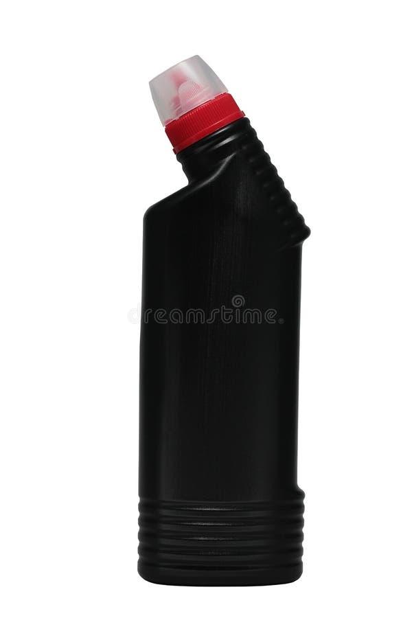Μαύρο μπουκάλι του υγρού καθαριστή αγωγών με την κόκκινη ΚΑΠ στο απομονωμένο άσπρο υπόβαθρο στοκ εικόνες με δικαίωμα ελεύθερης χρήσης