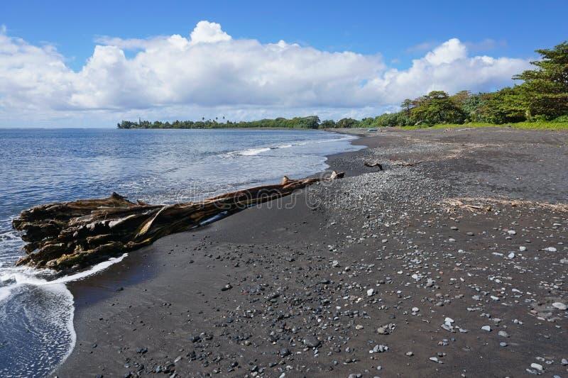 Μαύρο νησί γαλλική Πολυνησία της Ταϊτή παραλιών άμμου στοκ φωτογραφία
