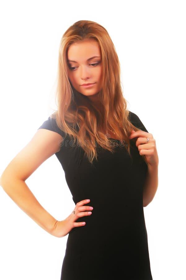 μαύρο ξανθό κορίτσι φορεμάτ στοκ εικόνα με δικαίωμα ελεύθερης χρήσης