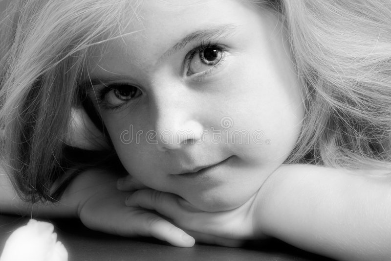 μαύρο ξανθό λευκό κοριτσ&iota στοκ φωτογραφία