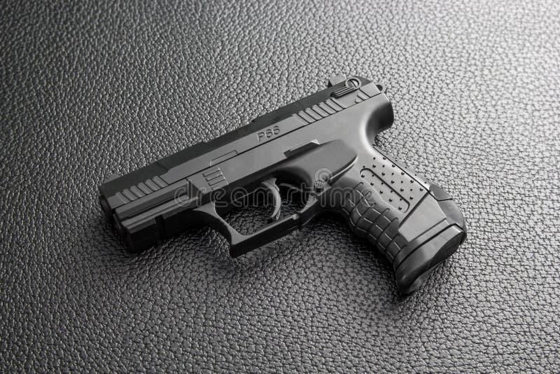 μαύρο πιστόλι στοκ φωτογραφίες